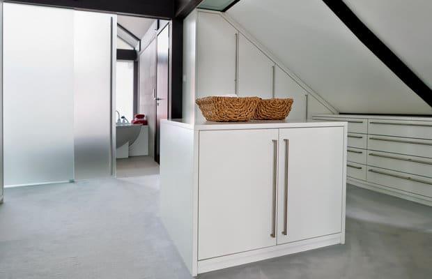 Je kan slaapkamerkasten in MDF ook uitbreiden met schuifdeuren voor ...