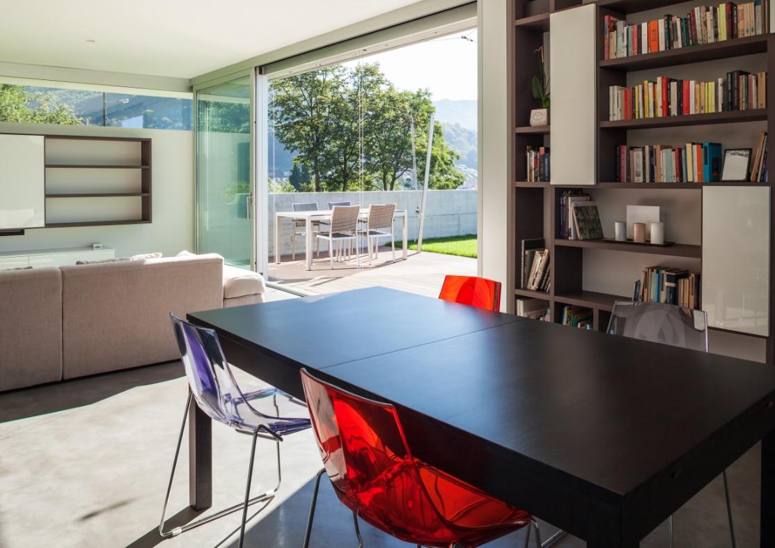 Boekenkast op maat tips inspiratie - Moderne witte kamer ...